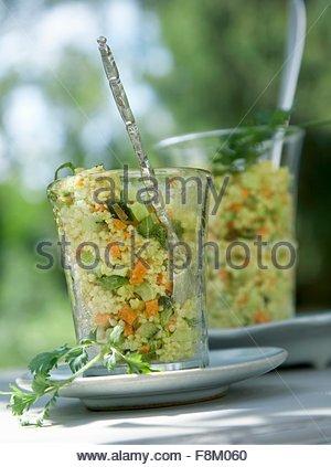 Salade de couscous, dans les verres Photo Stock