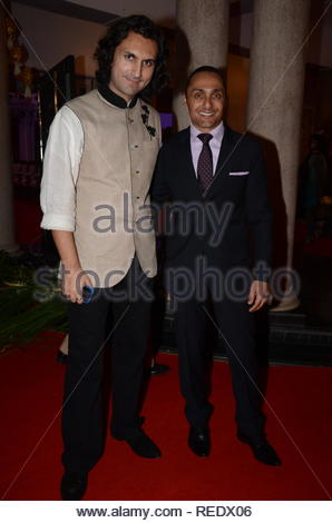 Bollywood acteur Rahul Bose (R) avec lecteur santour Rahul Sharma lors de l'inauguration d'un timbre commémoratif sur la fin de l'industriel indien Aditya Birla, Vikram, à Mumbai, Inde, le 19 janvier 2013. (Dr Naik) Photo Stock