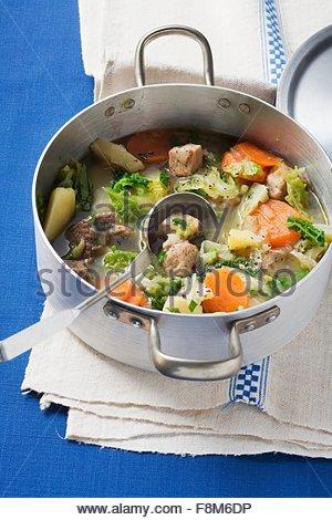 Ragoût Pichelsteiner (viande et légumes) Photo Stock