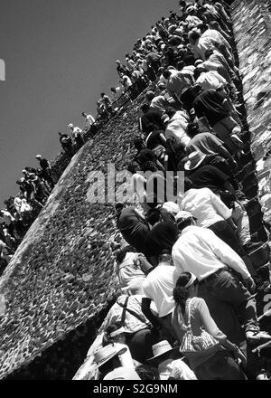 Pyramide à Teotihuacan Mexico le dimanche - 2007 Photo Stock