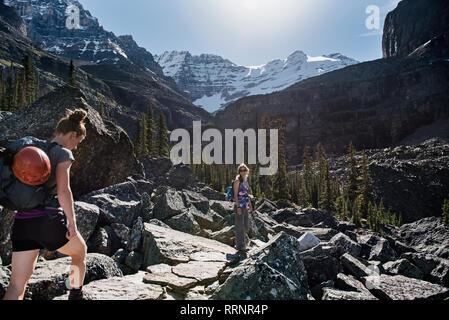 In, majestueux paysage de montagne escarpée, Parc national Yoho, Colombie-Britannique, Canada Photo Stock