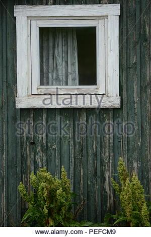 La fenêtre d'une maison à Qaqortoq (Groenland). Photo Stock