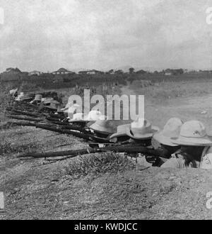 Les soldats cubains dans leurs tranchées à Pinar del Rio, la plus occidentale de Cuba, ca. 1899 BSLOC Photo Stock