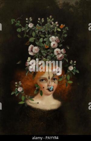 Portrait surréaliste de jeune fille avec des fleurs sur la tête. Photo Stock