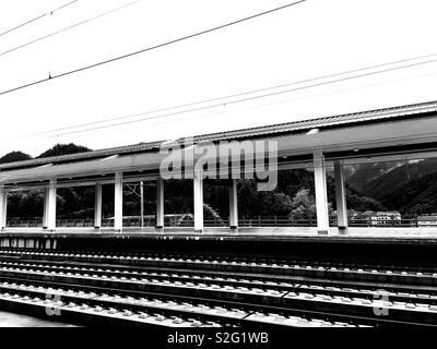 Moment d'attente à la gare de Hangzhou Chine- 🇨 Photo Stock