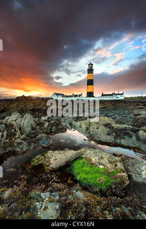 Le phare de St Johns dans le comté de Down au coucher du soleil. Photo Stock