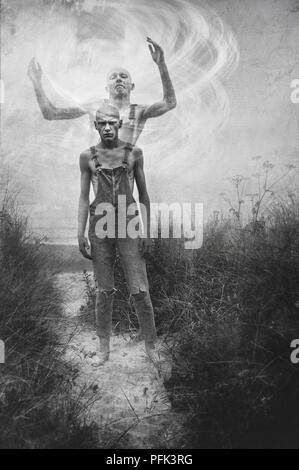 Double exposition du jeune homme dans les champs Photo Stock