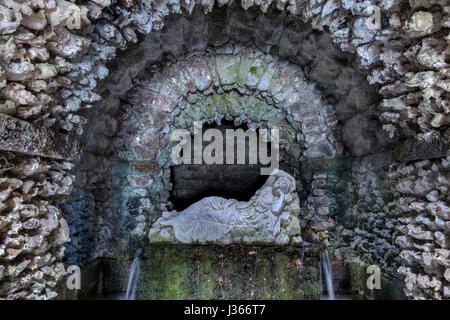 Statue d'une nymphe dans une grotte Photo Stock