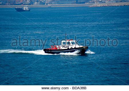 Un bateau-pilote REMORQUEUR OU À Rhodes, Grèce Photo Stock