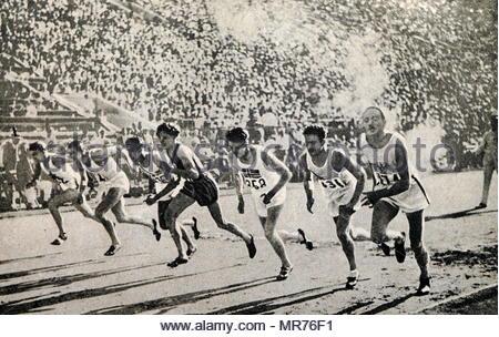 Une photographie de la 800 mètres à la finale des Jeux Olympiques 1932. Hampson - Angleterre, Wilson - Canada, Edwards - Canada, Genung - USA, Turner USA, Hornbostel - USA, Powell - Angleterre, Martin - France. Photo Stock