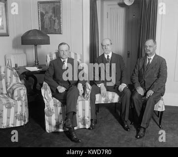 Le président Calvin Coolidge rencontre avec Charles Evans Hughes et Charles Curtis, le 3 août 1923. Coolidge Photo Stock