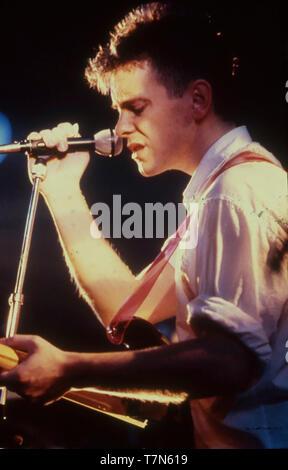 Nouvelle commande UK groupe de rock avec Bernard Sumner sur 1980 Photo Stock