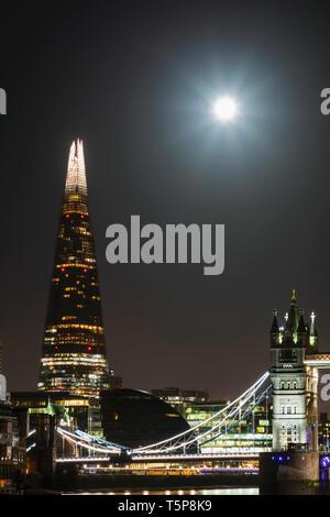 L'Angleterre, Londres, Tower Bridge et le tesson Photo Stock