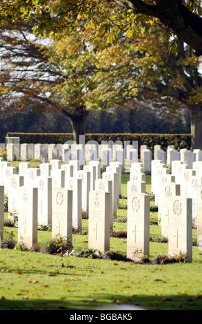 Photographie des tombes de guerre des pierres du souvenir de la première guerre mondiale morts Photo Stock