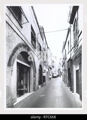 Abruzzo Pescara Penne vues générales, c'est mon l'Italie, l'Italie Pays de l'histoire visuelle, Post-médiévale vues extérieures de divers bâtiments dans la région de centro storico, avec l'accent sur palazzi et portails. Photo Stock