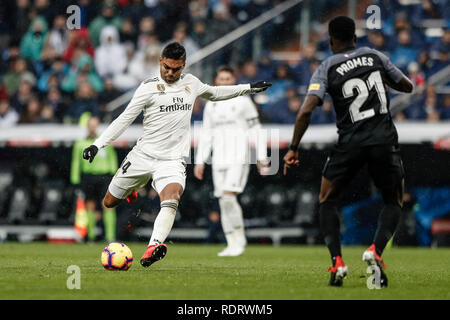 Santiago Bernabeu, Madrid, Espagne. 19 Jan, 2019. La Liga football, Real Madrid contre Séville ; Carlos Enrique Casemiro (Real Madrid) et les scores pour le rendre 1-0 : Action Crédit Plus Sport/Alamy Live News Photo Stock