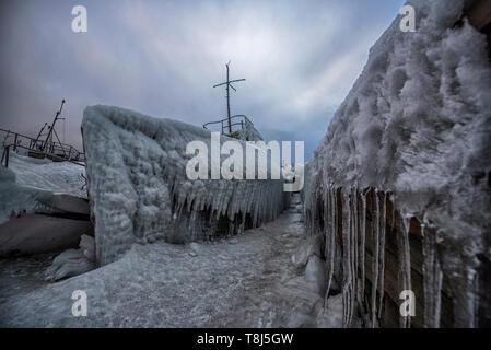 Bateaux gelés à port d'Olkhon, Sibérie, Russie Photo Stock