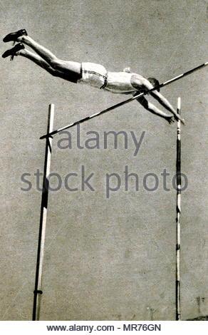 Photographie de William Waring 'loi' Miller (1912 - 2008) médaille d'or au Jeux Olympiques de 1932 à la perche. Miller a établi un record personnel de gagner 4,31 mètres à la perche. Photo Stock