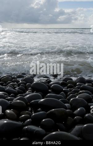 Cailloux et l'eau peu profonde Photo Stock