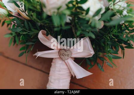 Mariage bouquet attaché avec du ruban rose Photo Stock