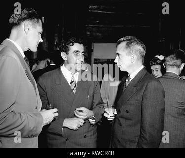 Le major Arthur Peterson, le physicien Edward Teller, et Los Alamos Directeur, Edwin Norris Bradbury. Teller a plaidé Photo Stock