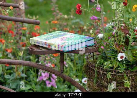 Le Jardinage pour la livre sur une pépinière affichage à Chatsworth RHS Flower Show 2019. Chatsworth, Derbyshire, Royaume-Uni Photo Stock