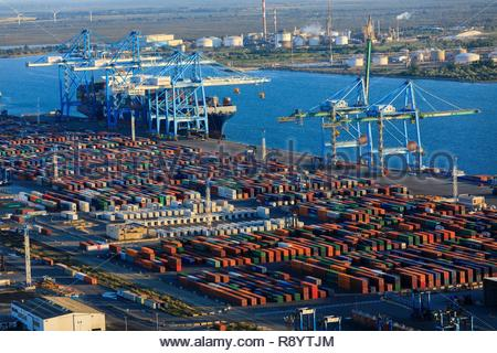 France, Bouches du Rhône, du golfe de Fos sur Mer, Grand Port Maritime de Marseille, Fos sur Mer, Mole Graveleau, container terminal (vue aérienne) Photo Stock
