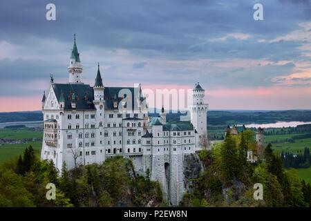 Coucher du soleil, le château de Neuschwanstein, château, Château féerique, Bavière, Allemagne Photo Stock