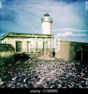 Phare en ruine sur l'île de Salina, Italie Photo Stock