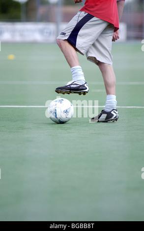 Photographie de football dribble plaçant astro turf ball étudiant Photo Stock