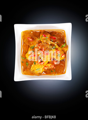 Poulet tikka masala, avec crème de tomates, le beurre et le piment rouge Photo Stock