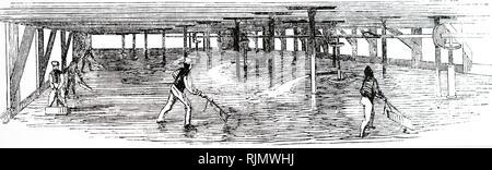 Une gravure représentant l'étage de refroidissement dans une distillerie, où le grain est étalé, après avoir été bouillies dans le mash tun. (C) 1860 Photo Stock