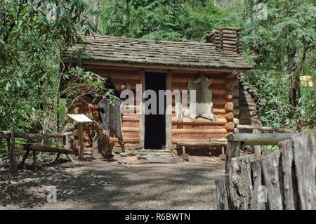 Journal Cherokee home style après le contact avec les Européens, Village d'Oconaluftee Qualla, réservation, Caroline du Nord. Photographie numérique Photo Stock