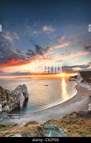 Durdle door au coucher du soleil, dans le Dorset. Photo Stock