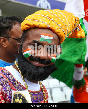 Pont Trent, Nottingham, Royaume-Uni. 13 Juin, 2019. Coupe du Monde de Cricket ICC, l'Inde et la Nouvelle-Zélande ; un Indien portant des coiffures traditionnelles du ventilateur : Action Crédit Plus Sport/Alamy Live News Photo Stock