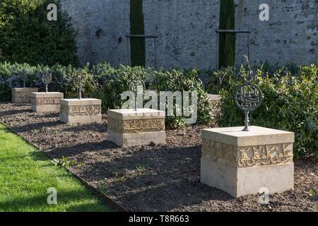 France, Indre et Loire, Vallée de la Loire classée au Patrimoine Mondial de l'UNESCO, Amboise, Château d'Amboise, cimetière musulman dans les jardins du château d'Amboise où ont été enterrés les membres de la suite de l'émir Abd El Kader, de 1848 à 1854 Photo Stock