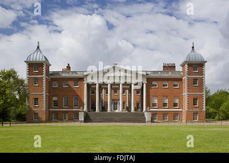 Le front de l'est avec la 'transparence' portico à Osterley, Middlesex. La chambre, à l'origine Photo Stock