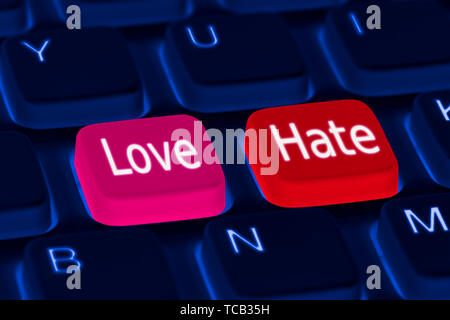Clavier avec touches d'amour et de haine. L'amour ou la haine options concept. Photo Stock