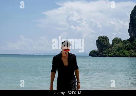Se déplacer à ma plage préférée . Tonsai island - Krabi - Thaïlande . En vacances Photo Stock