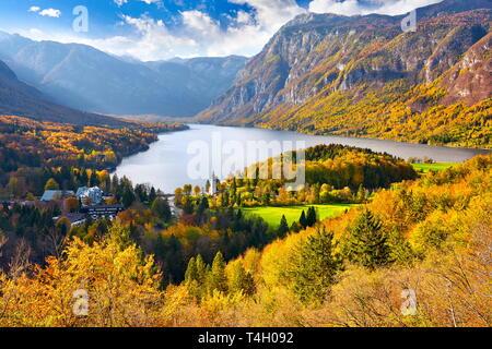 Bohnij Lake, automne, parc national du Triglav, en Slovénie Photo Stock