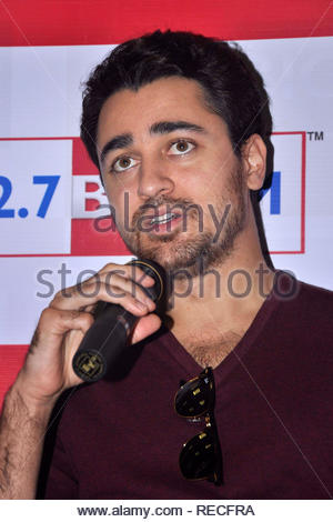 Bollywood acteur Imran Khan parle à 92,7 Big FM au cours de la promotion de son prochain film Matru Ki Bijlee Ka Mandola à Mumbai, Inde, 05 janvier 2013. Deven (cont) Photo Stock
