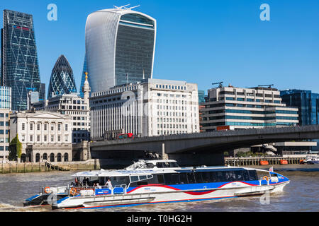 L'Angleterre, Londres, ville de London, Skyline et Tamise Photo Stock