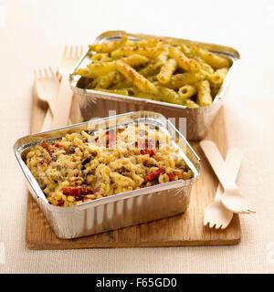 Faire cuire les pâtes et shell pennes au (sujet: cuisine) Photo Stock