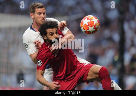 Madrid, Espagne. 01 Juin, 2019. Jan Vertonghen, Mohamed Salah, Tottenham Hotspur FC V Liverpool FC 2019, la finale de la Ligue des Champions 2019 Allstar Crédit: photo library/Alamy Live News Photo Stock