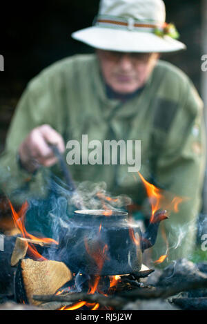 Un homme faisant coffe Photo Stock