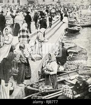 Marché paysans avec leurs bateaux, vente de produits à quai dans la province de Viipuri (Viborg), Finlande. Photo Stock