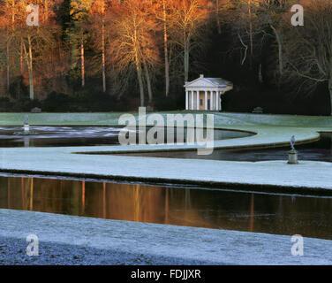 Le Temple de la Piété vu de l'autre côté de la lune et la moitié des étangs du Photo Stock