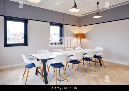 Salle de réunion. 8 Bloomsbury, Londres, Royaume-Uni. Architecte: Buckley Gray Yeoman, 2017. Photo Stock