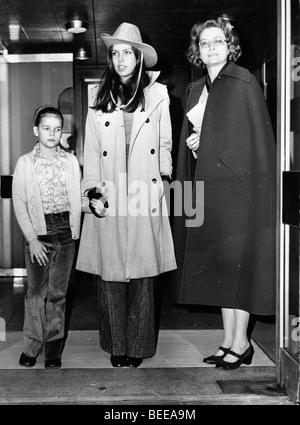Grace Kelly, princesse de Monaco, droite, avec ses filles Stéphanie, gauche, et Caroline. Photo Stock