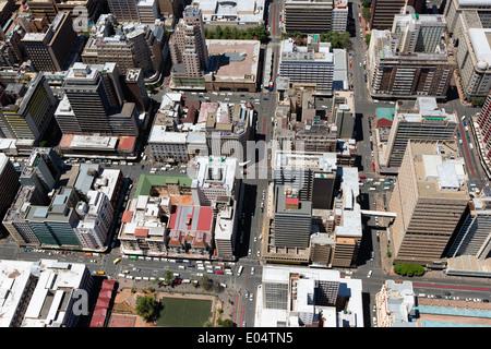 Vue aérienne du quartier central des affaires de Johannesburg et ses nombreuses tours d'habitation.Johannesburg Afrique du Sud. Photo Stock